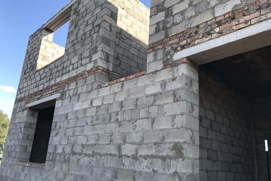 строительство домов стена коттеджа из керамзитобетонного блока
